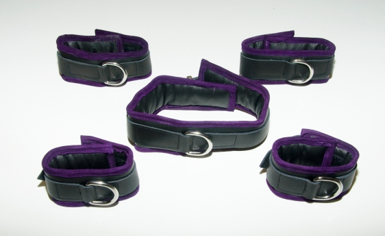 Black/purple restraint set